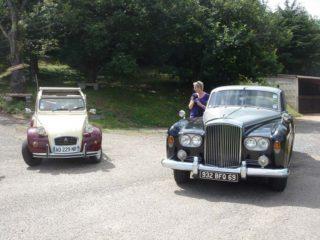 Circuit découverte en voiture de collection et dégustation en 2 CV ou en Bentley S3 (1965).