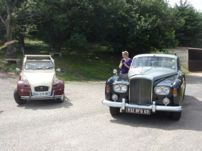Discovery tour in a collector's car and tasting in 2 CV or Bentley S3 (1965).