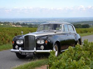 For your wedding, let yourself be driven in a dream car. Domaine Gérard Brisson